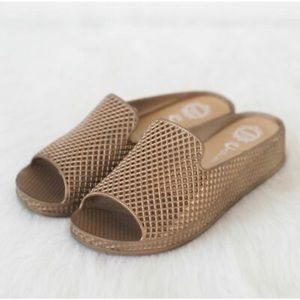 Gold Sandal #shesdarlin!